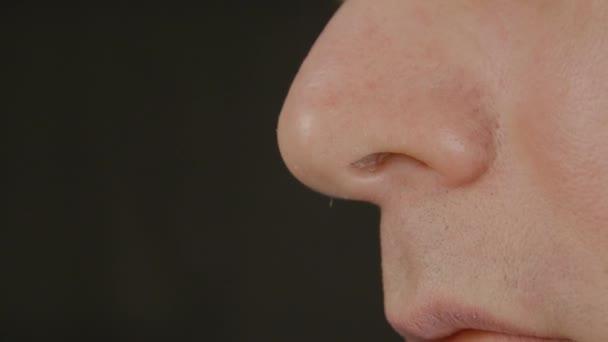 szaga volt az orr száján